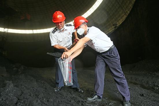 """为石油煤炭""""称重..."""
