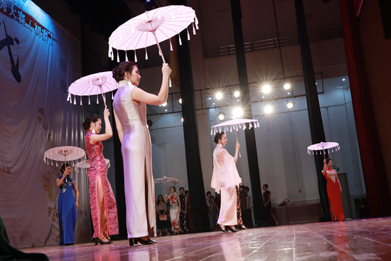 南沙300女工上演旗袍秀 表现优异者将在月底参加决赛
