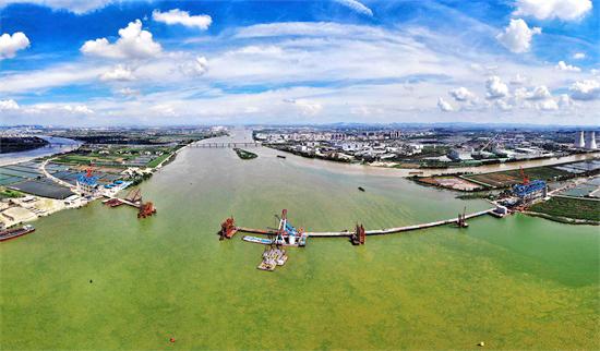 洪奇沥特大桥开始架设主桁梁 跨度在亚洲同类桥梁中位居第一